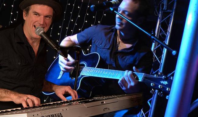 livemusiker Dave am Keyboard und Markus krummenacher